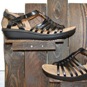 NEW Yuu Sandals Size 11